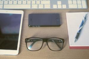 Scrivania occhiali